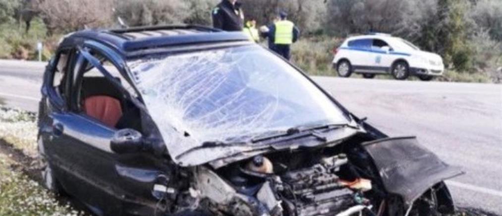 Εκτοξεύτηκε από το όχημα του μετά από σφοδρή σύγκρουση με νταλίκα (εικόνες)