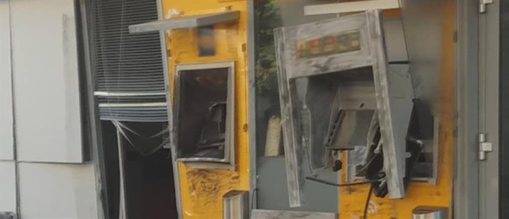 Ανατίναξαν ΑΤΜ στο Λουτράκι (εικόνες)