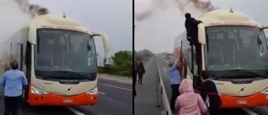 Στις φλόγες λεωφορείο του ΚΤΕΛ (βίντεο)