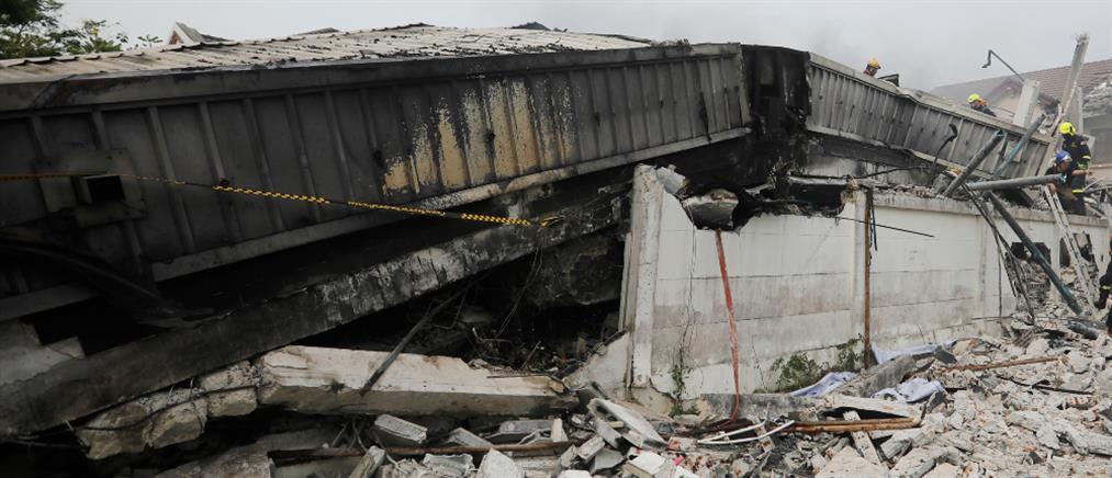 Ταϊλάνδη: Η στιγμή της κατάρρευσης τριώροφης κατοικίας (βίντεο)