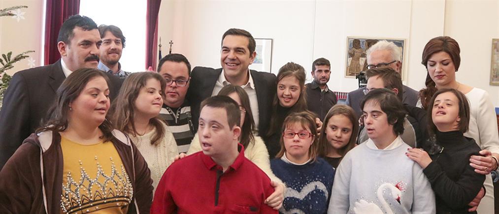 Παιδιά με σύνδρομο Down είπαν τα κάλαντα στον Πρωθυπουργό (βίντεο)