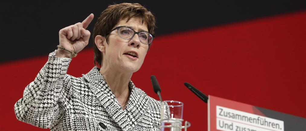 Η Άνεγκρετ Κραμπ – Καρενμπάουερ διαδέχεται την Μέρκελ