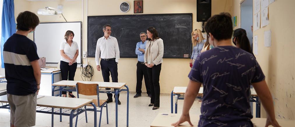 Στο 7ο Γυμνάσιο Αθηνών ο Κυριάκος Μητσοτάκης (εικόνες)