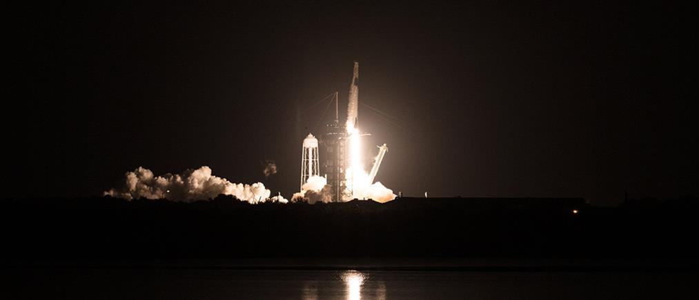 SpaceX: Έφτασε στο Διαστημικό Σταθμό (βίντεο)