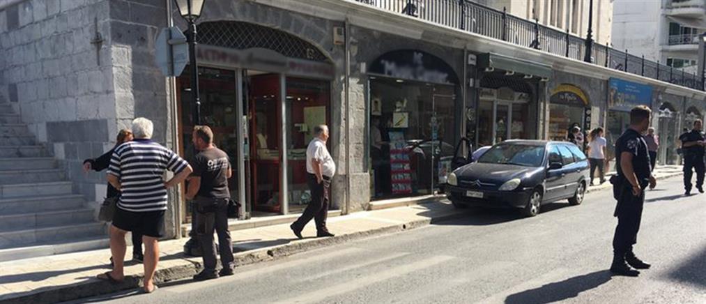 Kινηματογραφική ληστεία με καλάσνικοφ σε κοσμηματοπωλείο στην Τρίπολη (εικόνες)