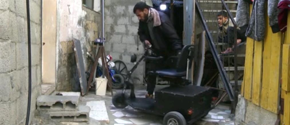Φτιάχνει οχήματα για ΑμεΑ από σκουπίδια (βίντεο)