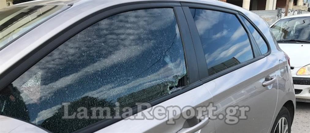 """Μοτοσικλετιστής """"καρφώθηκε"""" σε τζάμι αυτοκινήτου με το κεφάλι (εικόνες)"""