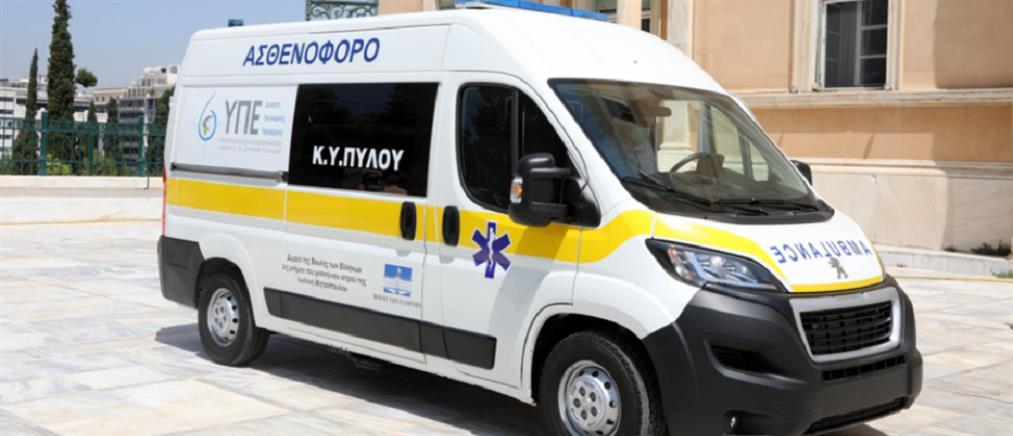Βουλή: Δώρισε ασθενοφόρο στη μνήμη του γιατρού Γιάννη Μητρόπουλου