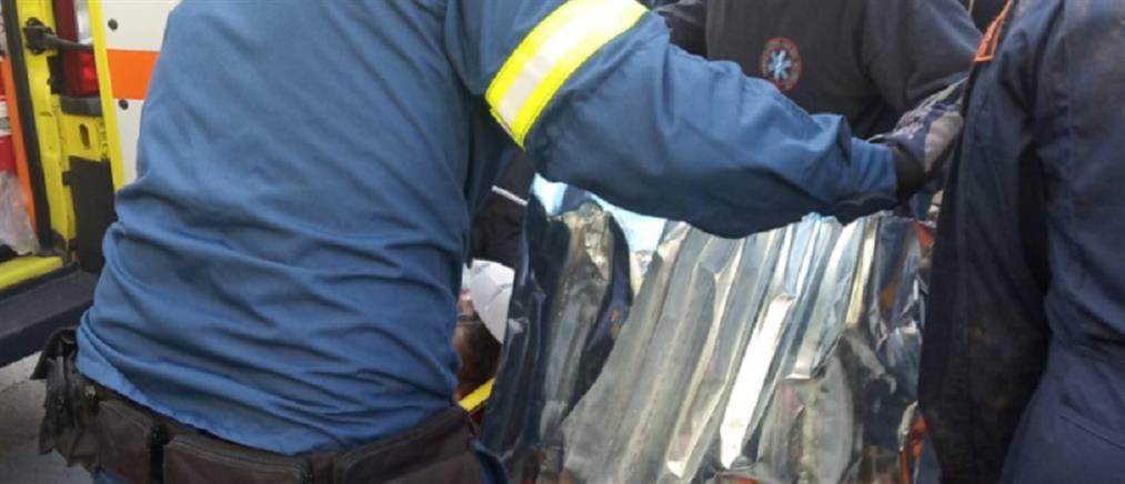 Εργάτης καρφώθηκε σε σιδερόβεργες