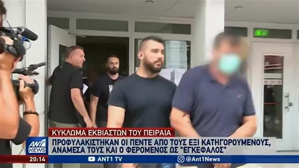 Κύκλωμα εκβιαστών: στις φυλακές οδηγήθηκε ο φερόμενος ως αρχηγός