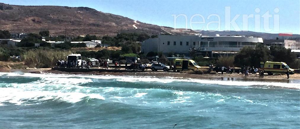 Αναποδογύρισε σκάφος που πήγε να βοηθήσει κολυμβητές που παρασύρθηκαν (βίντεο)