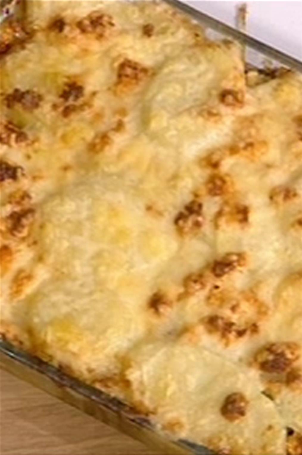 Σουφλέ πατάτας με τυριά από τον Βασίλη Καλλίδη
