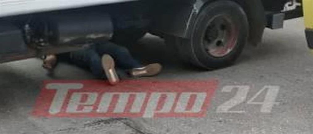 """Πάτρα: Οδηγός μηχανής """"σφηνώθηκε"""" κάτω από φορτηγό (εικόνες - σοκ)"""