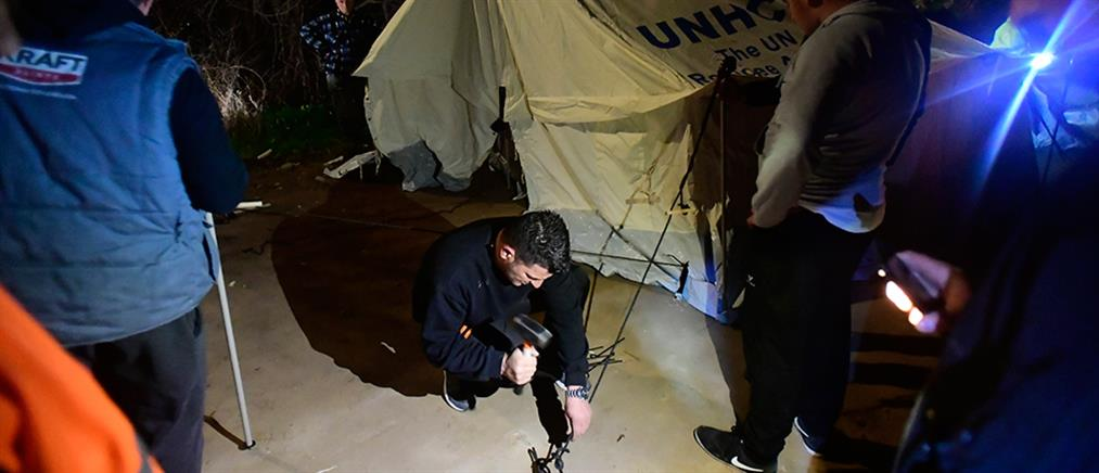 Πρόχειροι καταυλισμοί για τους νεοαφιχθέντες στη Λέσβο (εικόνες)