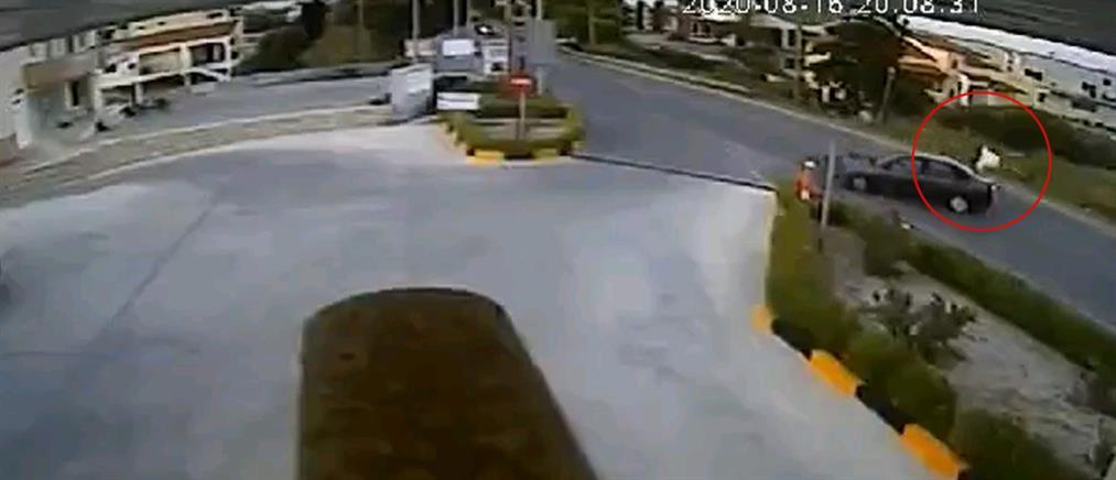 Συγκλονιστικό βίντεο από την σύγκρουση μηχανής με αυτοκίνητο