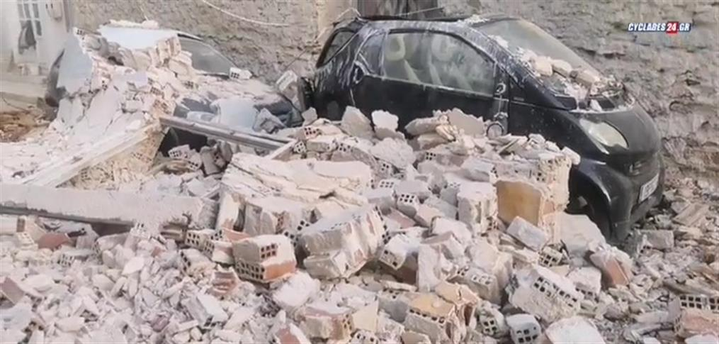 Μερική κατάρρευση κτηρίου στην Ερμούπολη