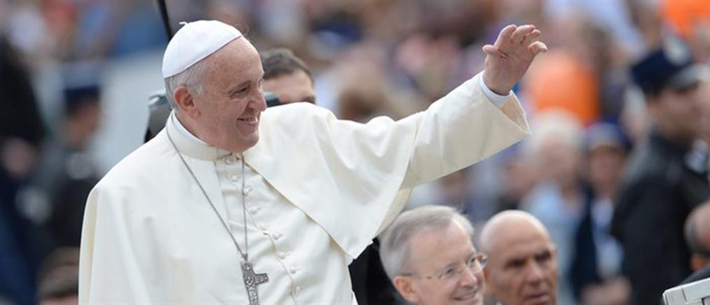 """Ο Πάπας Φραγκίσκος """"αποκηρύσσει"""" Αδάμ και Εύα κι αποδέχεται το big bang και τον Δαρβίνο"""