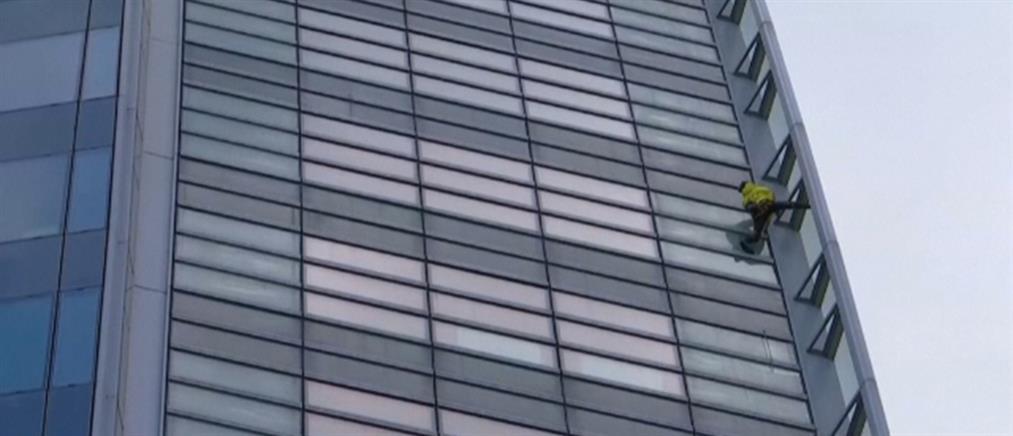 """Γάλλος """"Spiderman"""" έκανε αναρρίχηση σε ουρανοξύστη 185 μέτρων! (βίντεο)"""