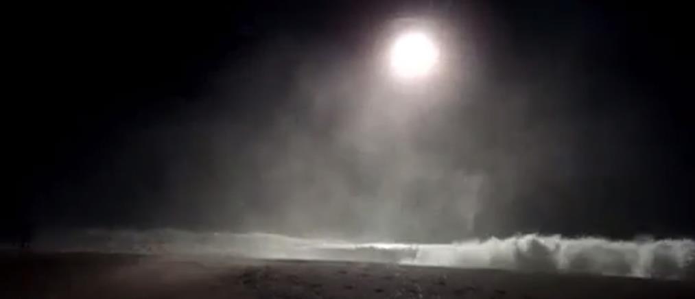 Δραματική διάσωση κολυμβητή και ναυαγοσώστη με ελικόπτερο (βίντεο)
