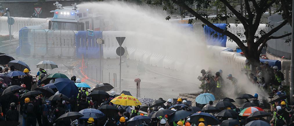 Βίαια επεισόδια στο Χονγκ Κονγκ (εικόνες)