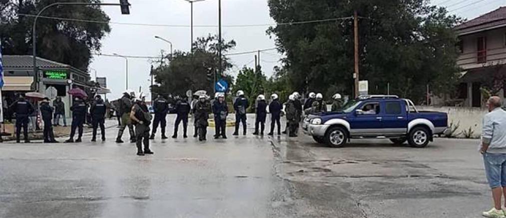 Κέρκυρα: συνοδεία αστυνομίας τα απορριμματοφόρα στο ΧΥΤΑ (βίντεο)