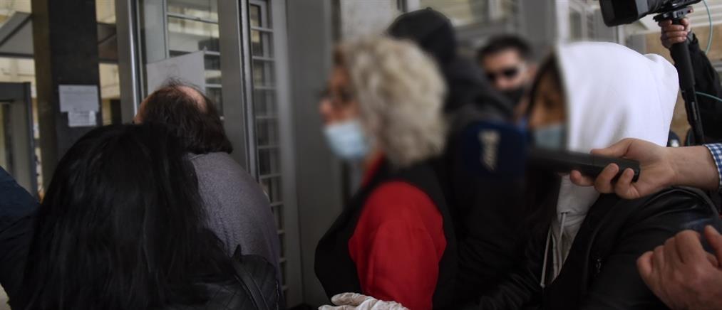 """Θεσσαλονίκη: Αναβολή της δίκης για την μητέρα μαθητή - """"αρνήτρια"""" των self tests"""