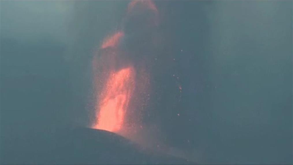Ισπανία: Συνεχίζει να εκτοξεύει λάβα το ηφαίστειο στα Κανάρια Νησιά