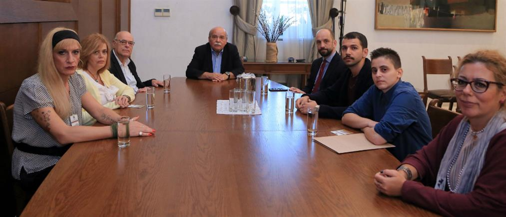 Στον Πρόεδρο της Βουλής μέλη της ΛΟΑΤΚΙ κοινότητας για τον θάνατο του Ζακ Κωστόπουλου