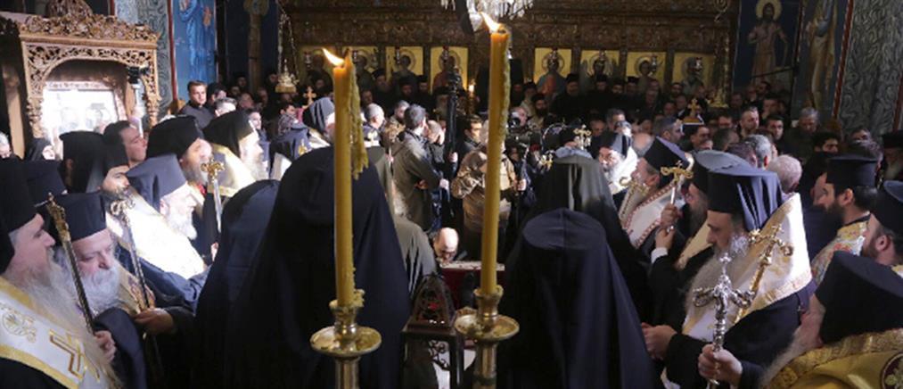 """Πλήθος πιστών στο """"ύστατο χαίρε"""" στον Μητροπολίτη Σισανίου και Σιατίστης Παύλο (εικόνες)"""