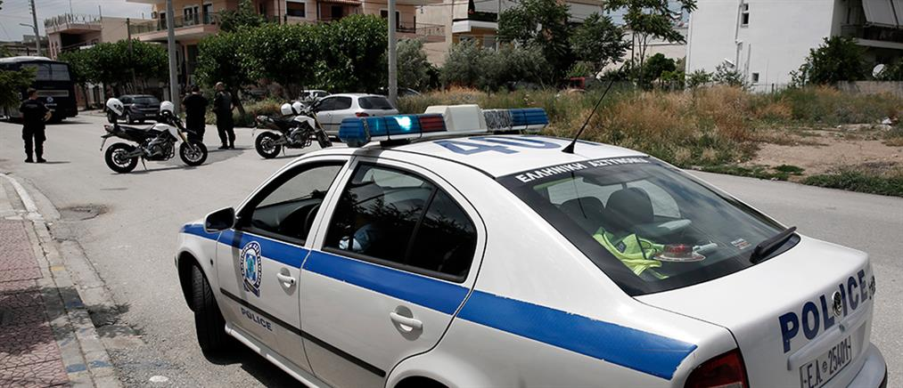 Σοκ: Αστυνομικός τρυπήθηκε από σύριγγα φορέα του HIV στο Μενίδι