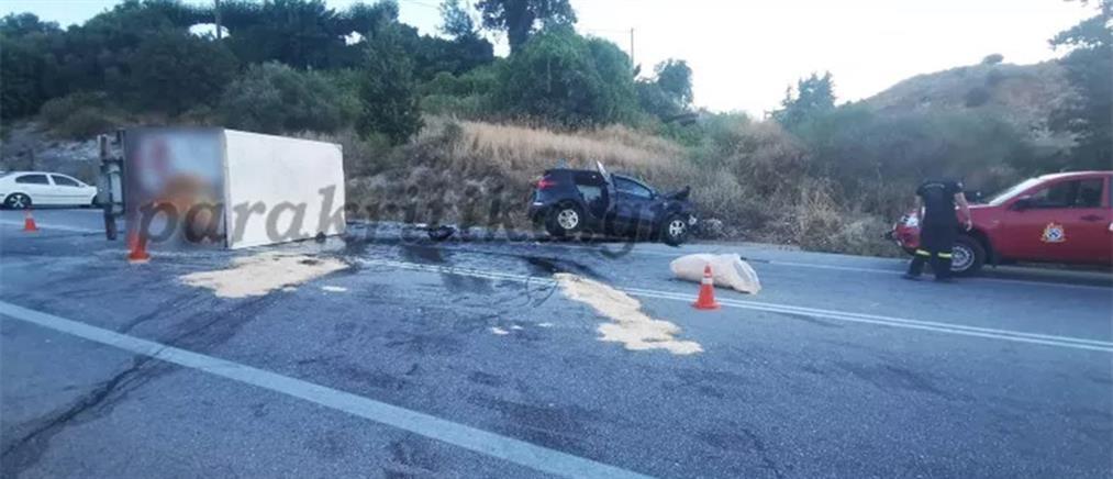 Φονική σύγκρουση αυτοκινήτου με φορτηγάκι (εικόνες)