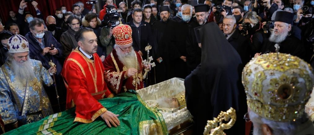 Σε λαϊκό προσκύνημα το σκήνωμα του Πατριάρχη Ειρηναίου (εικόνες)