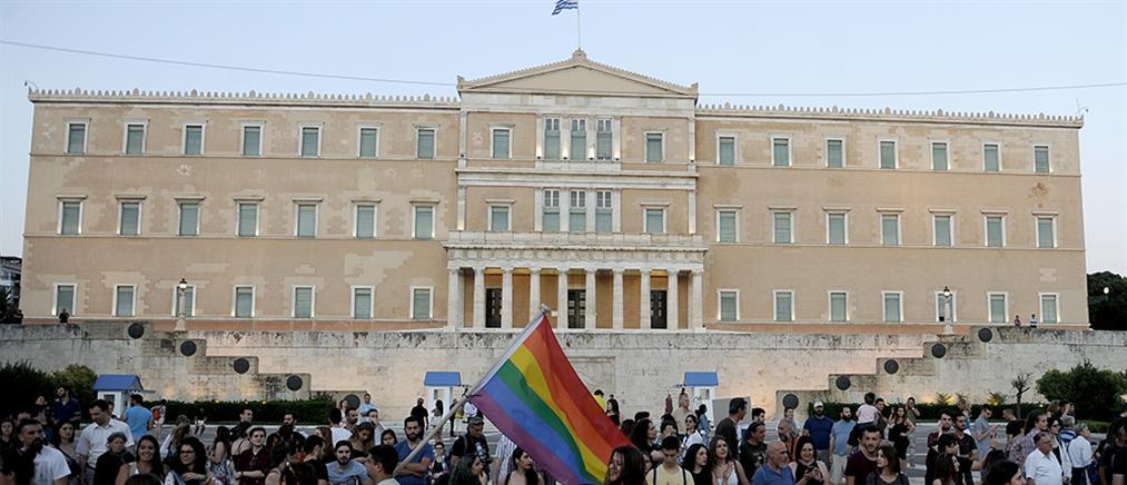 Είκοσι βουλευτές του ΣΥΡΙΖΑ ζητούν να επιτραπεί η ένταξη τρανσέξουαλ στην ΕΛΑΣ