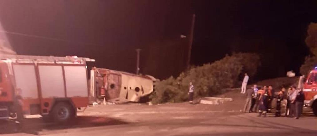 Εθελοντικό πυροσβεστικό όχημα ανετράπη στην Νέα Μάκρη