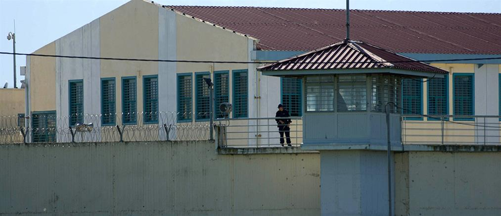 Έριξαν με drone κινητά και ναρκωτικά στις φυλακές Τρικάλων
