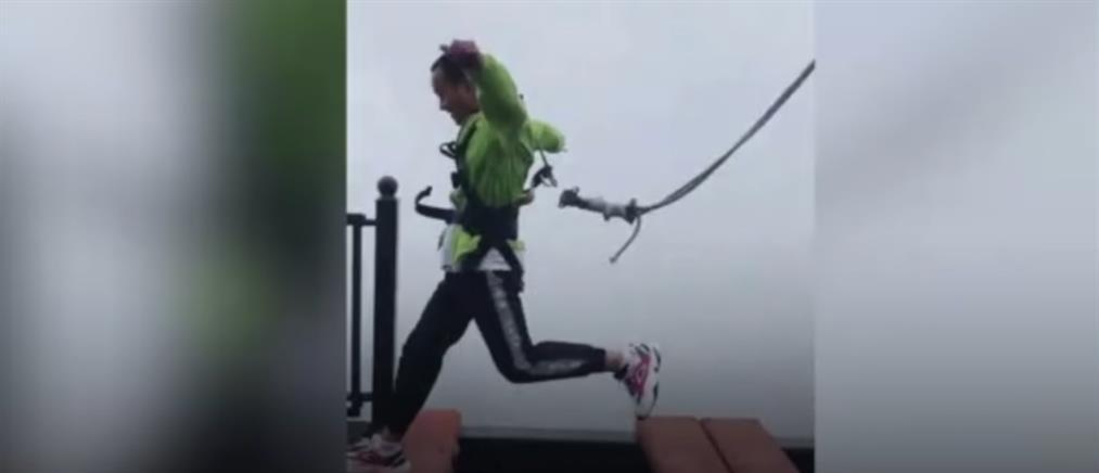 Βίντεο που κόβει την ανάσα: Όταν το σχοινί ασφαλείας... κόβεται σε ύψος 300 μέτρων