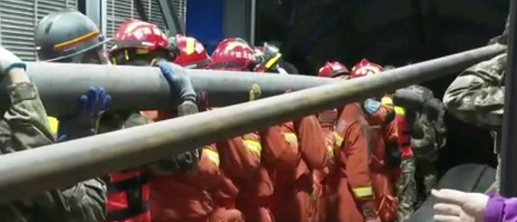 Κατάρρευση ορυχείου παγίδευσε εργάτες (εικόνες)