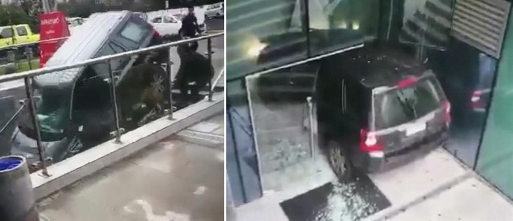 Πήγε να παρκάρει σε…σκάλες (βίντεο)