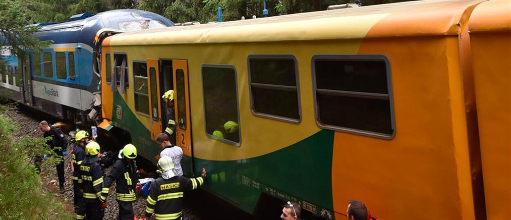 Νεκροί και τραυματίες από σύγκρουση τρένων στην Τσεχία (εικόνες)