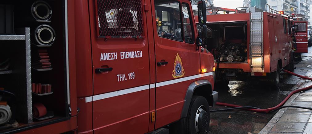 Στις φλόγες κατάστημα στο κέντρο της Αθήνας