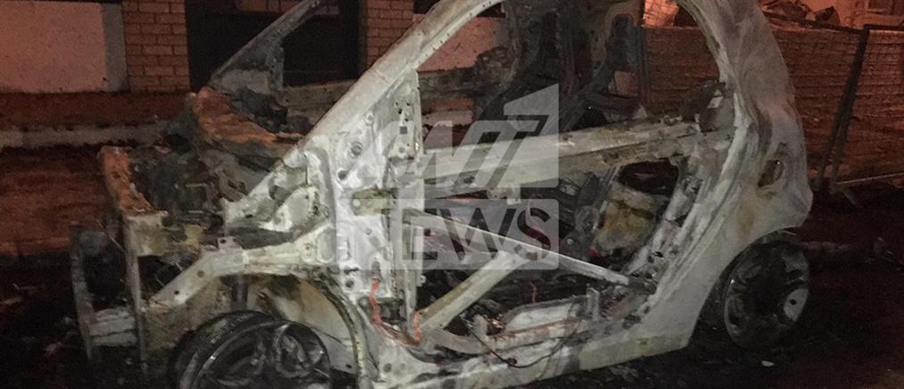 """""""Στάχτη"""" έγιναν αυτοκίνητα μετά από εμπρησμό (εικόνες)"""