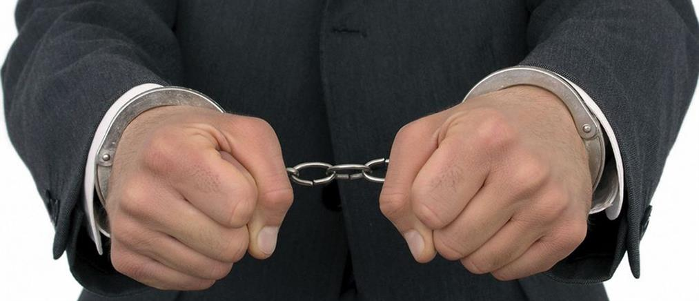 Χειροπέδες σε έναν από τους πλέον καταζητούμενους για απάτες