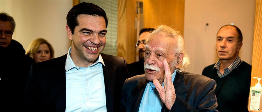 """Το """"αντίο"""" του Αλέξη Τσίπρα στον Μανώλη Γλέζο"""