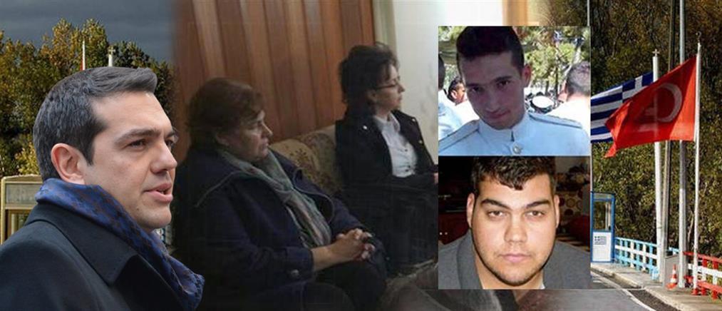 Χωρίς το διαχωριστικό τζάμι η συνάντηση των δύο Ελλήνων στρατιωτικών με τους γονείς τους