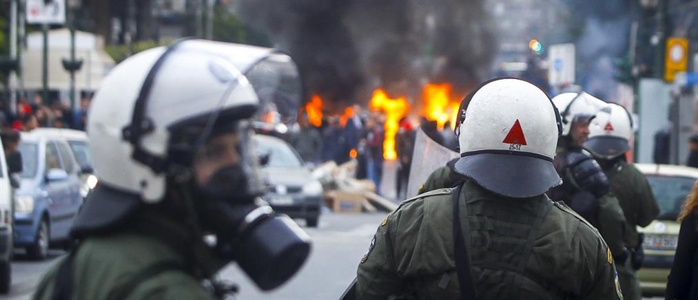 Επεισόδια στον Πειραιά: συγκρούσεις οπαδών του Ολυμπιακού με αστυνομικούς