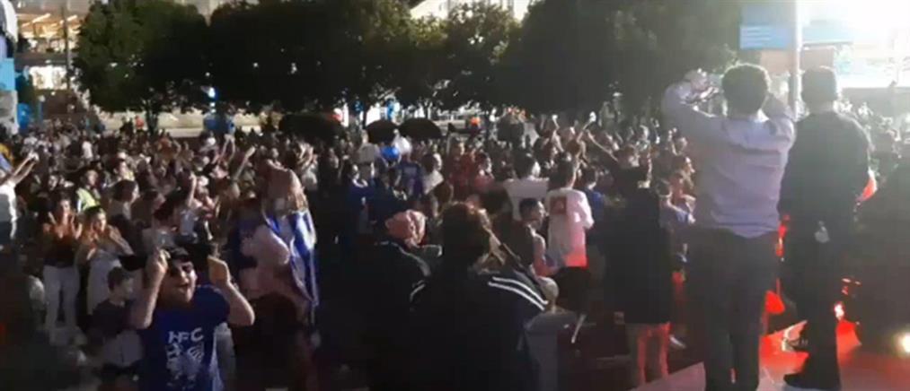 """Πανηγύρια έξω από το γήπεδο όπου ο Τσιτσιπάς """"διέλυσε"""" τον Φέντερερ (βίντεο)"""