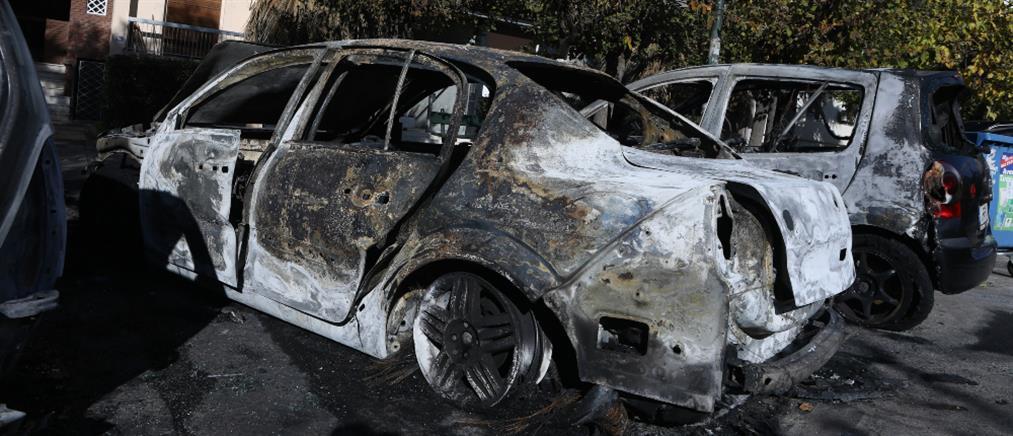 Εμπρησμός αυτοκινήτων στα Ιλίσια (εικόνες)