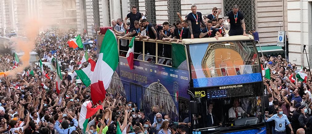 """Κορονοϊός - Euro 2020: """"Βράζει"""" από κρούσματα η Ιταλία μετά τους πανηγυρισμούς"""