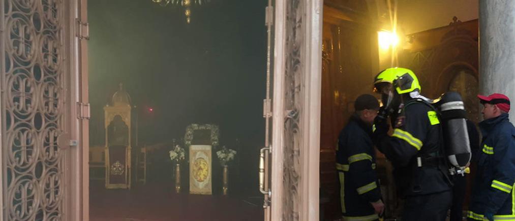 Φωτιά στον Μητροπολιτικό Ναό Λαμίας (εικόνες)
