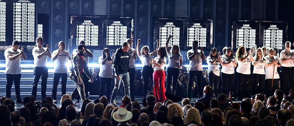 Βραβεία Grammy: οι νικητές και το… τρολάρισμα της Χίλαρι στον Τραμπ (βίντεο)